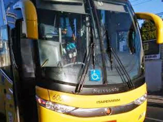 Passageiros de um ônibus que seguiam para a São Paulo foram assaltados na BR-116 Sul (Foto: Eduardo Mendonça/Site: Acorda Cidade )