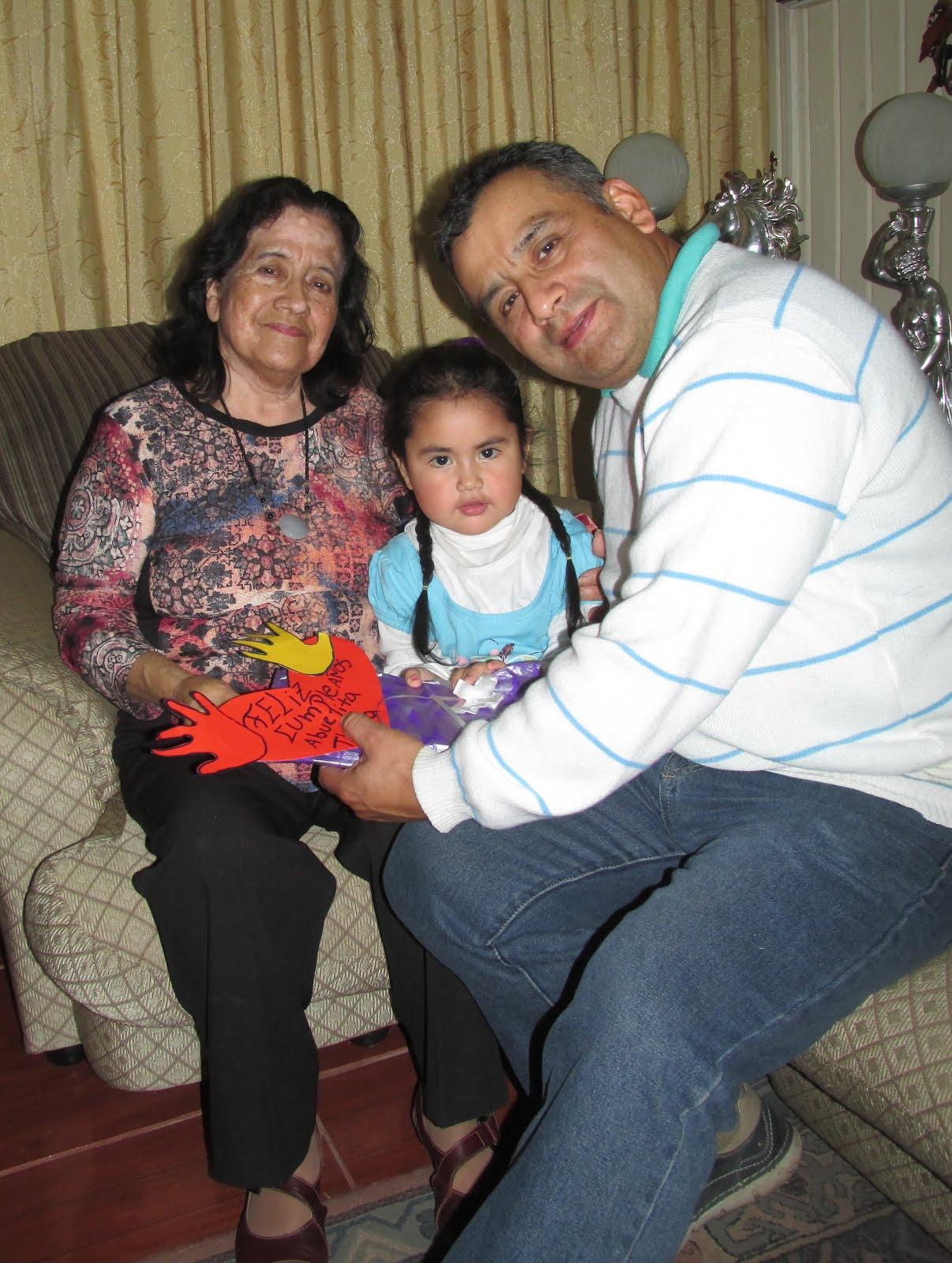 Thala Evelina con nieta Yanka e hijo Luis con motivo de su cumpleaños - abril 2016