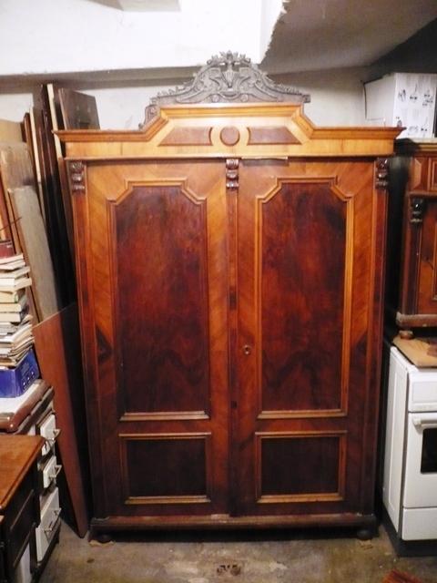Antik bútorok hagyatékból eladók: Ónémet ruhásszekrény