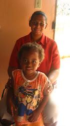 D. Adila e seu filho.