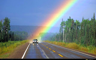 arcoiris en carretera