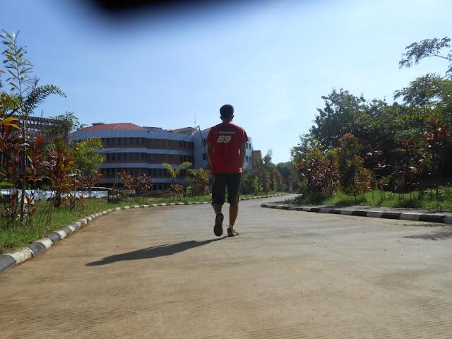 [Galeri] Kerennya Taman dan Gedung Fakultas Farmasi Unhas