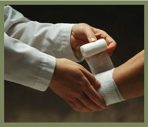Membalut Luka Luar Untuk Mencegah Infeksi