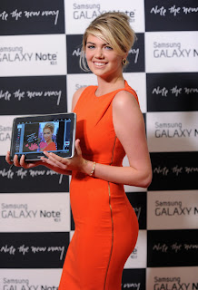 Kate Upton presenting Samsung Galaxy Note 10.1