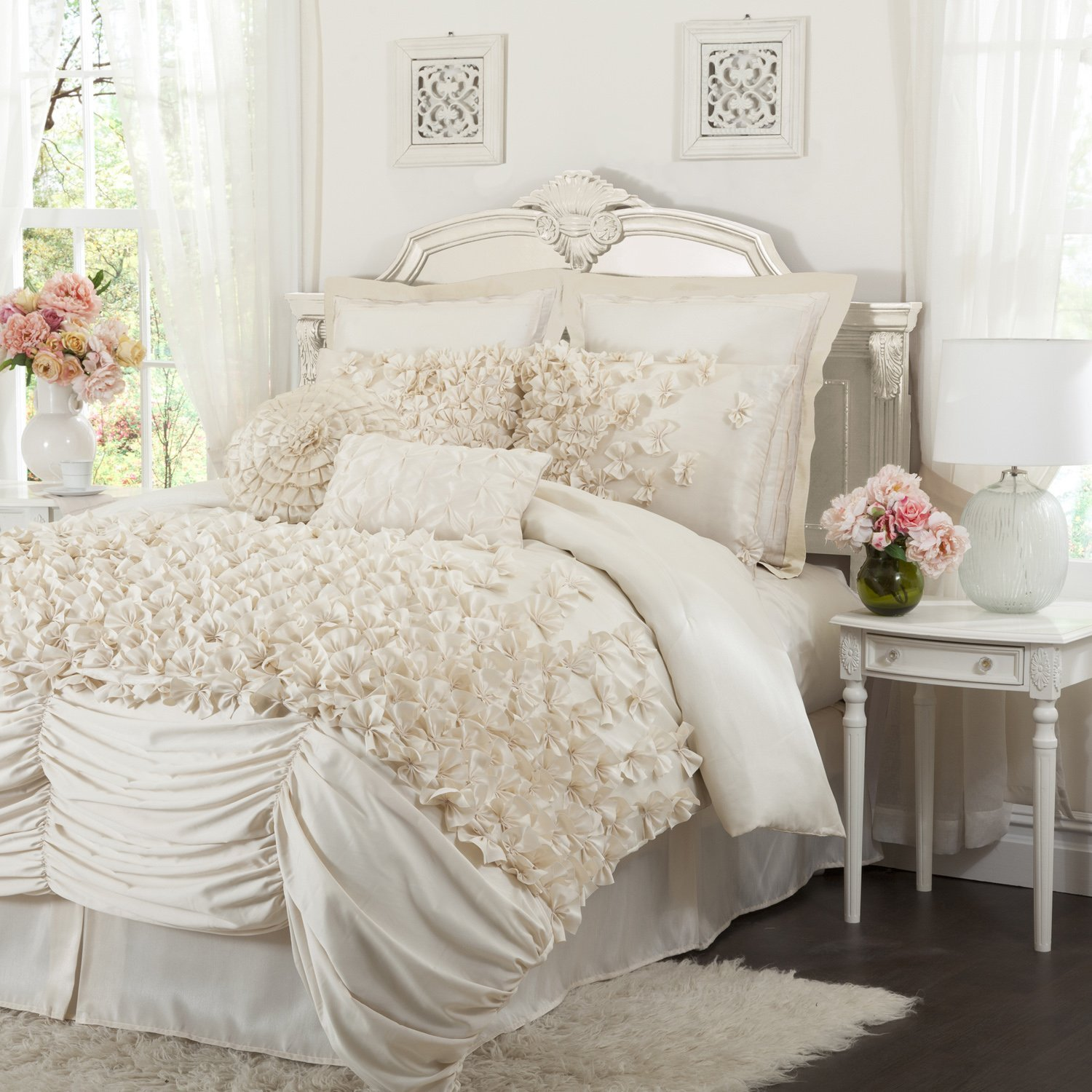 Mixing White And Ivory Bedding