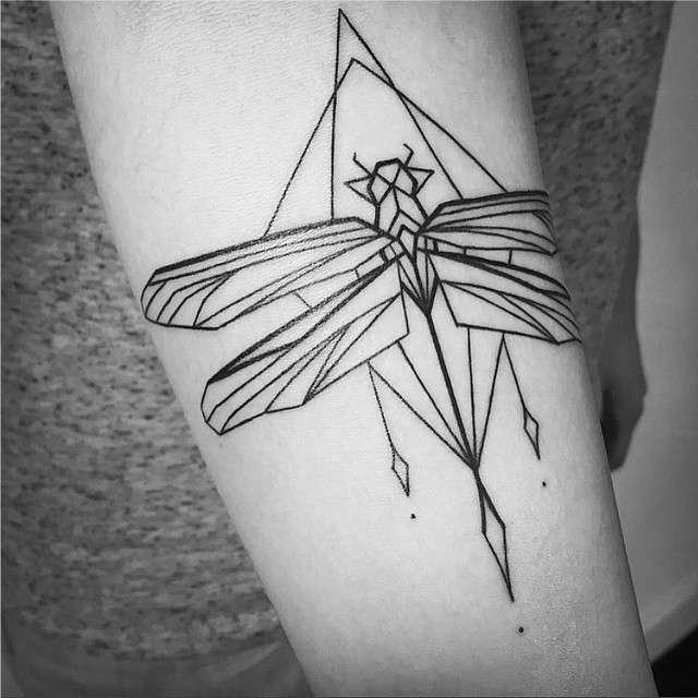 Tatuagens Femininas Linework Inseto Tattoo Melina Wendlandt