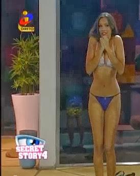 Débora Picoito em fio dental na Casa dos Segredos