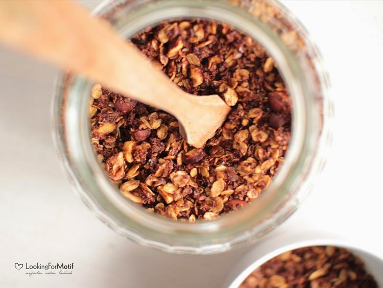Granola, kakao, płatki gryczane, wiórki kokosowe, orzechy laskowe, olej kokosowy, domowa granola