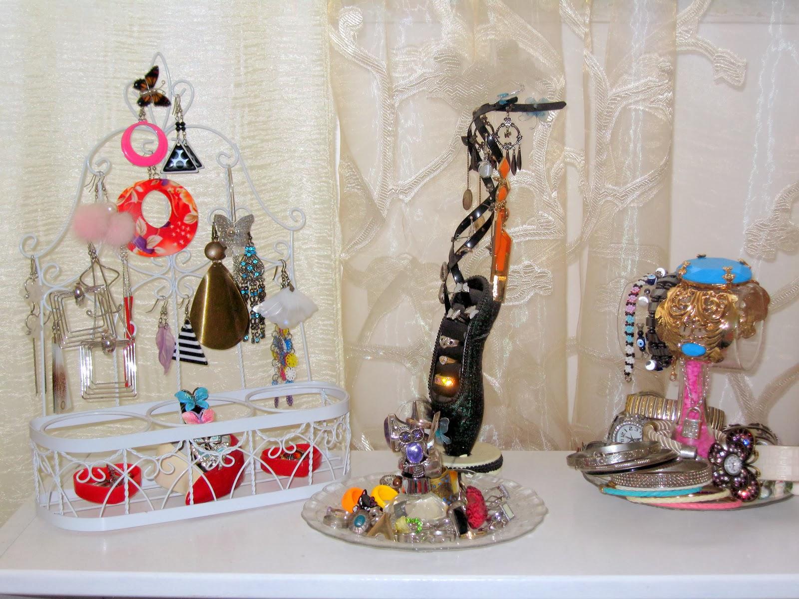 jewelry organization, jewelry organizer, jewelry stand, jewelry storage, DIY jewelry holder,