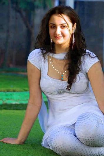 Desi Indian Girls: Delhi girls in tight salwar cloth
