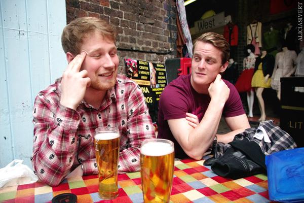 aliciasivert, alicia sivertsson, london med grabbarna, england, camden town, camden lock markets, horse tunnel market, marknad, öl, beer