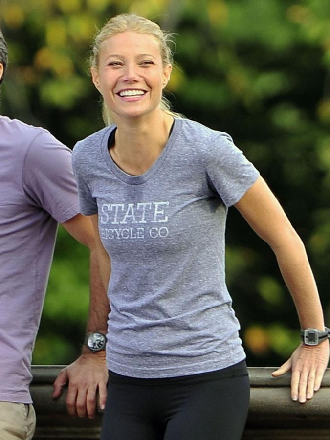 Gwyneth Paltrow Yoga Upskirt Celebs: Gwynet...