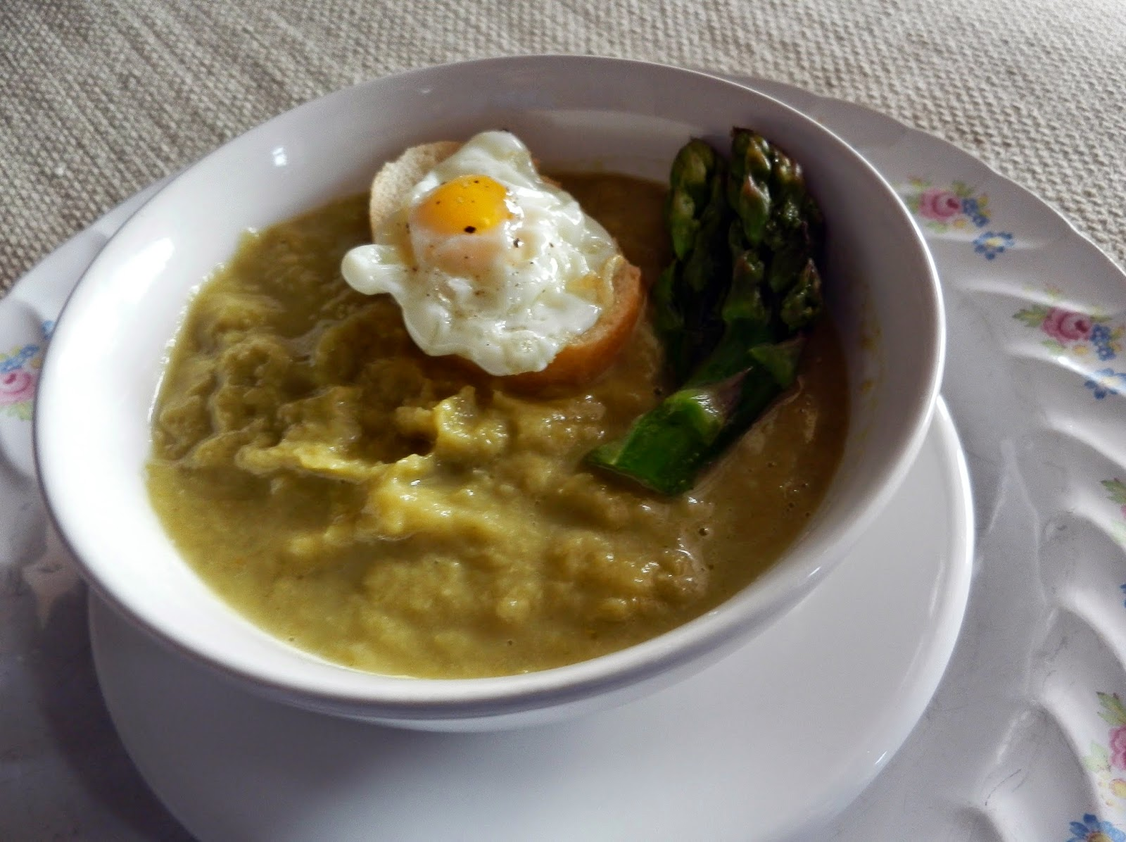 ... and lifestyle - La cucina di Roberta : Asparagus soup with quail egg