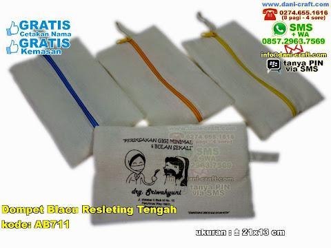 Dompet Blacu Resleting Tengah