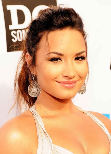 Demi Lovato – 2011 VH1 Do Something Awards
