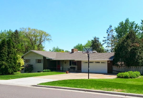 REDUCED! 4+BR/2BA/2 Car Maplewood Rambler