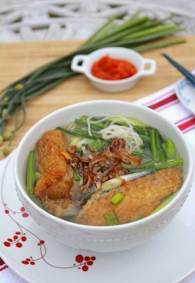 Vietnamese Food Culture - Mỳ Gà Rán