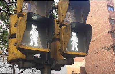 semaforo peatonal mujer