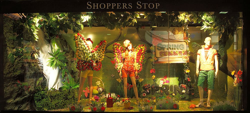Christmas decoration ideas for windows - Here Are Some Inspirations For Spring And Summer 2014 Window Display