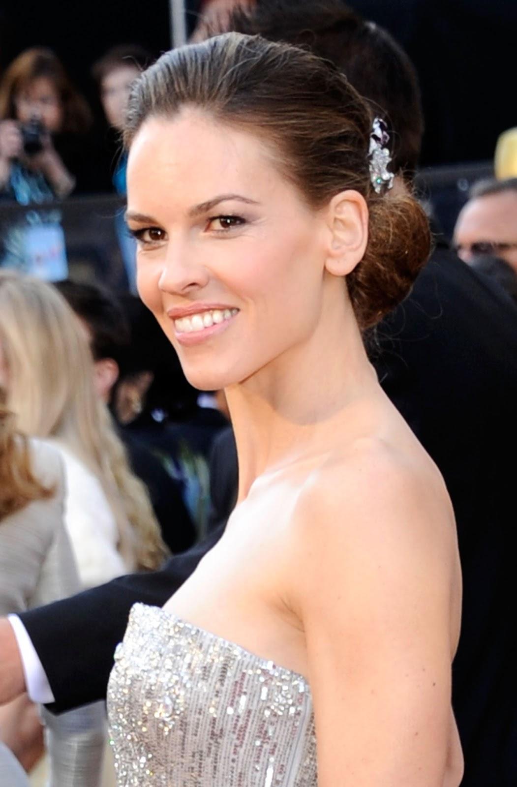 http://2.bp.blogspot.com/-qoEqobWtrFc/URAMc2nXR5I/AAAAAAAAlwk/sA1SIXUiUJE/s1600/HilarySwank_Oscars.jpg
