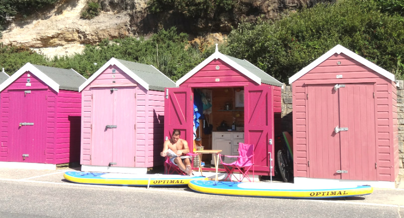 Colourful_Beachhuts_Bournemouth