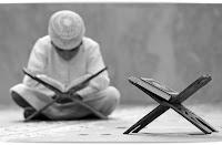 """Abdullah b. Mes'ûd (r.a.)'den rivâyete göre, Rasûlullah (s.a.v.) şöyle buyurdu:  """"Kur'ân'dan bir harf okursa kendisine bir sevap yazılacaktır ve her sevap on katıyla karşılık bulacaktır. Elif lam mîm bir harftir demiyorum. Fakat elif bir harf lam bir harf mim de bir harftir."""""""