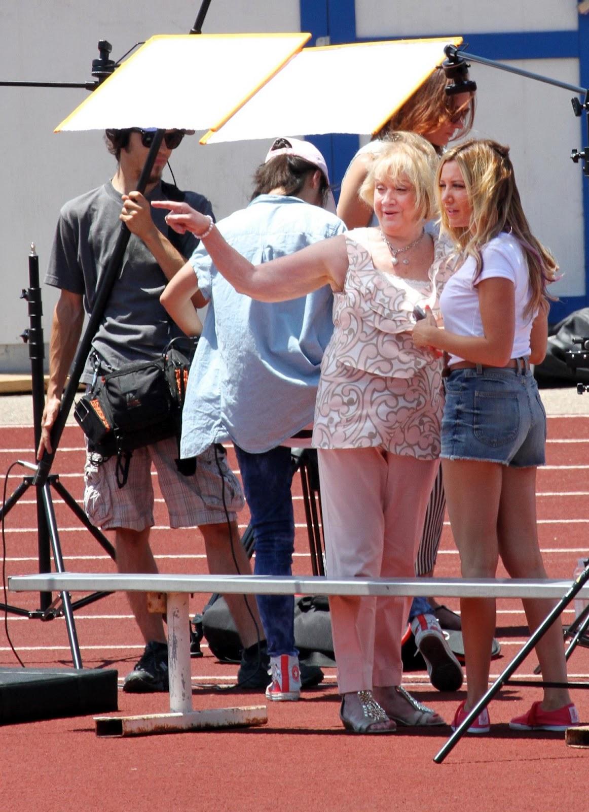 http://2.bp.blogspot.com/-qogYjL49BG0/UBy8cvD-9lI/AAAAAAAAT08/u6L1DaoTtSc/s1600/Ashley+Tisdale+Booty+and+Leggy+filming+PSA+for+the+Puma\'s+Pink+Project+in+LA+-+July+23,+2012+08.jpg