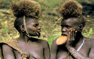 Kinh dị bộ tộc làm đẹp đeo đĩa lên môi 6