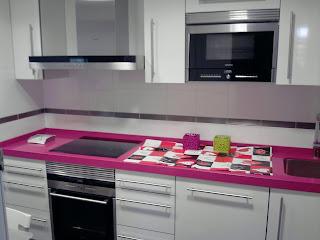 Cocinas negras y blancas interesting cocinas blancas y negras cocinas blancas y negras with - Cocina negra y rosa ...