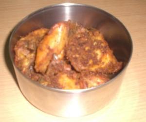 Rantang isi daging Ayam bumbu