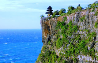 Tempat Wisata di Bali - Pura Luhur Uluwatu