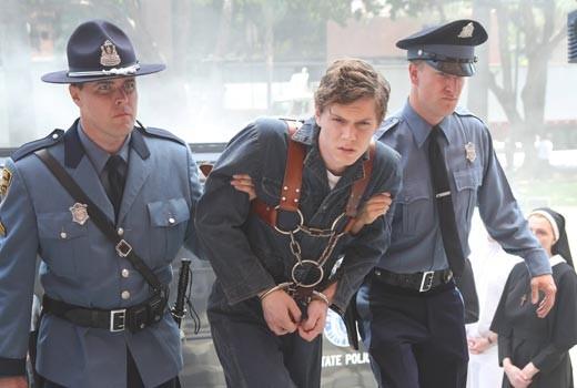 American Horror Story 2x01 - Asylum con Evan Peters