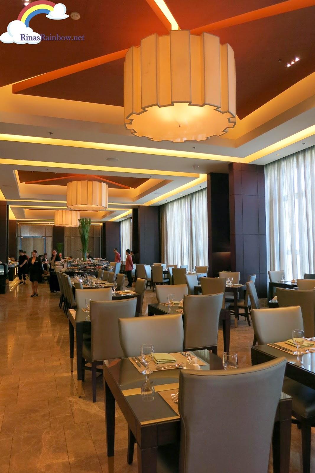 cafe eight crimson hotel