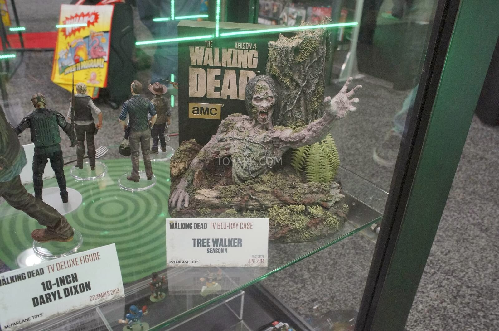 Toy Fair 2014 - McFarlane - The Walking Dead-Season 4 blu-ray case