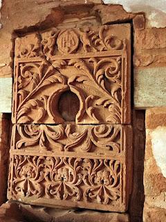 Imagens esculpidas em arenito na redução de San Cosme y Damián.