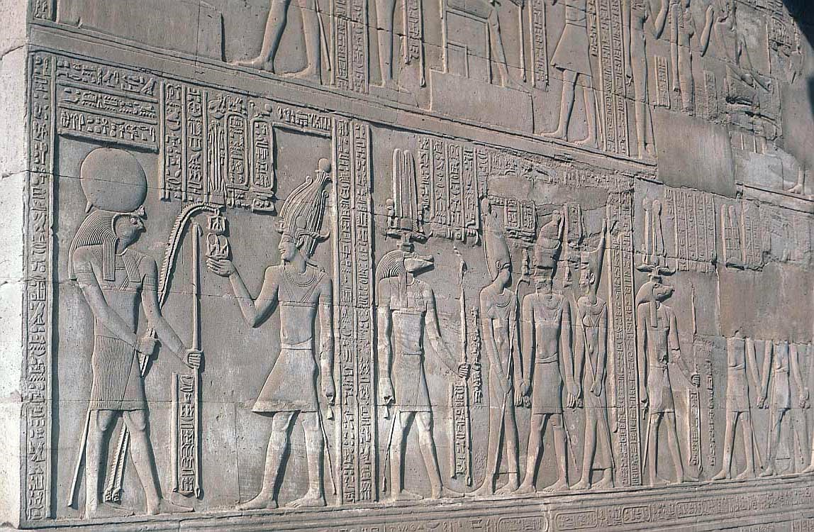 life in ancient egypt Egyptian daily life egypt is a dry, hot desert country and ancient life depended on the waters of the river nile the nile was used for: water to irrigate the fields.