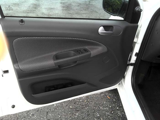 Volkswagen Gol G5 2011 1.0 Trend - revestimento da porta dianteira