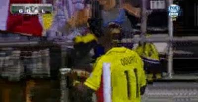 Jogador marca golo e celebra com uma pizza