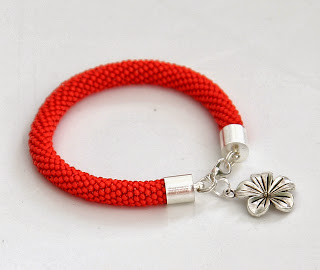 pomarańczowa bransoletka z koralików