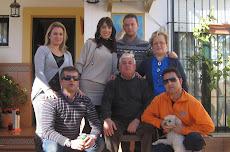 LA FAMILIA CON EL REY DE LA CASA