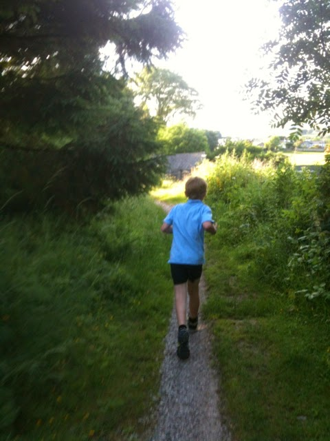 running along the Kentrigg path