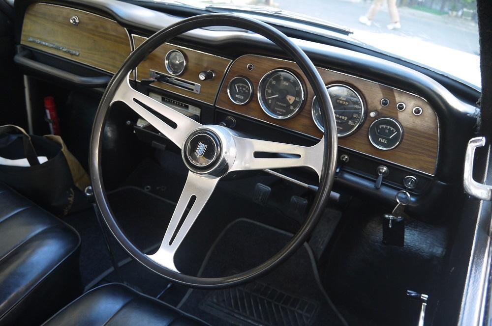 wnętrza starych samochodów, old cars interiors, klasyki, japońskie, Hino Contessa 1300, 日野・コンテッサ