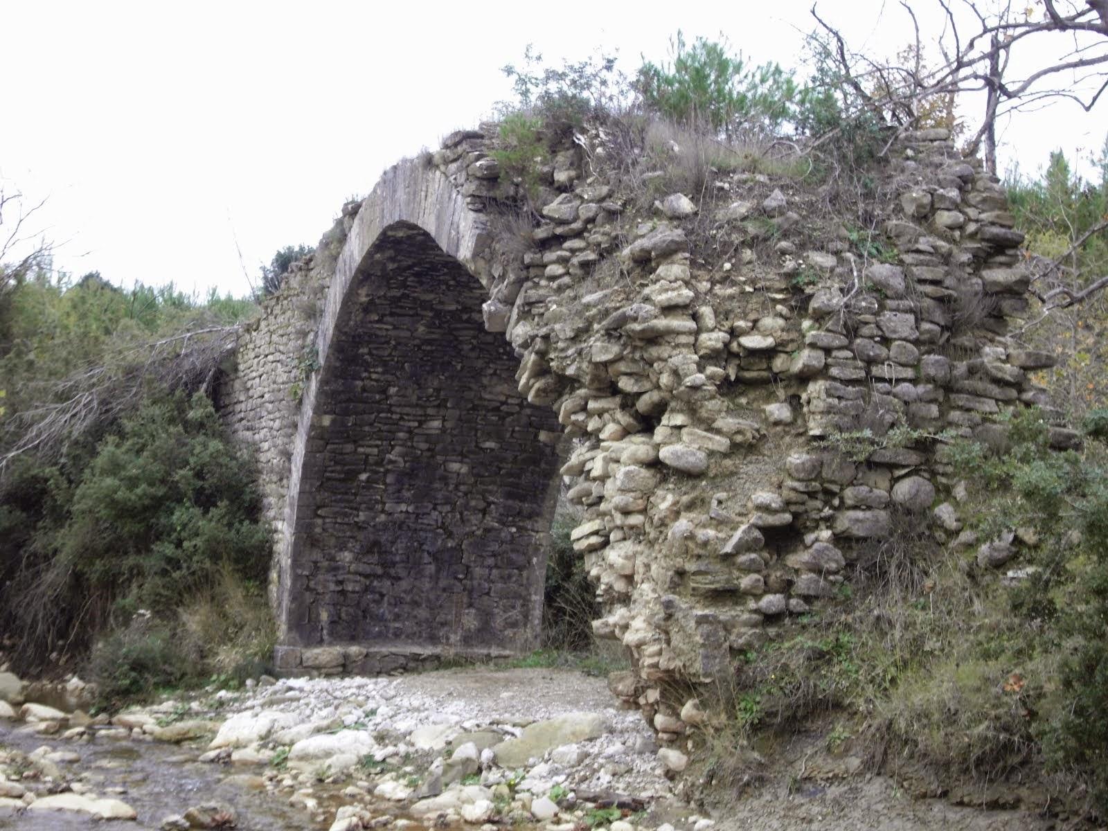 Άλλο ένα γεφύρι οδεύει προς...εξαφάνιση.  Το Τρανό γεφύρι στον Διάγοντα