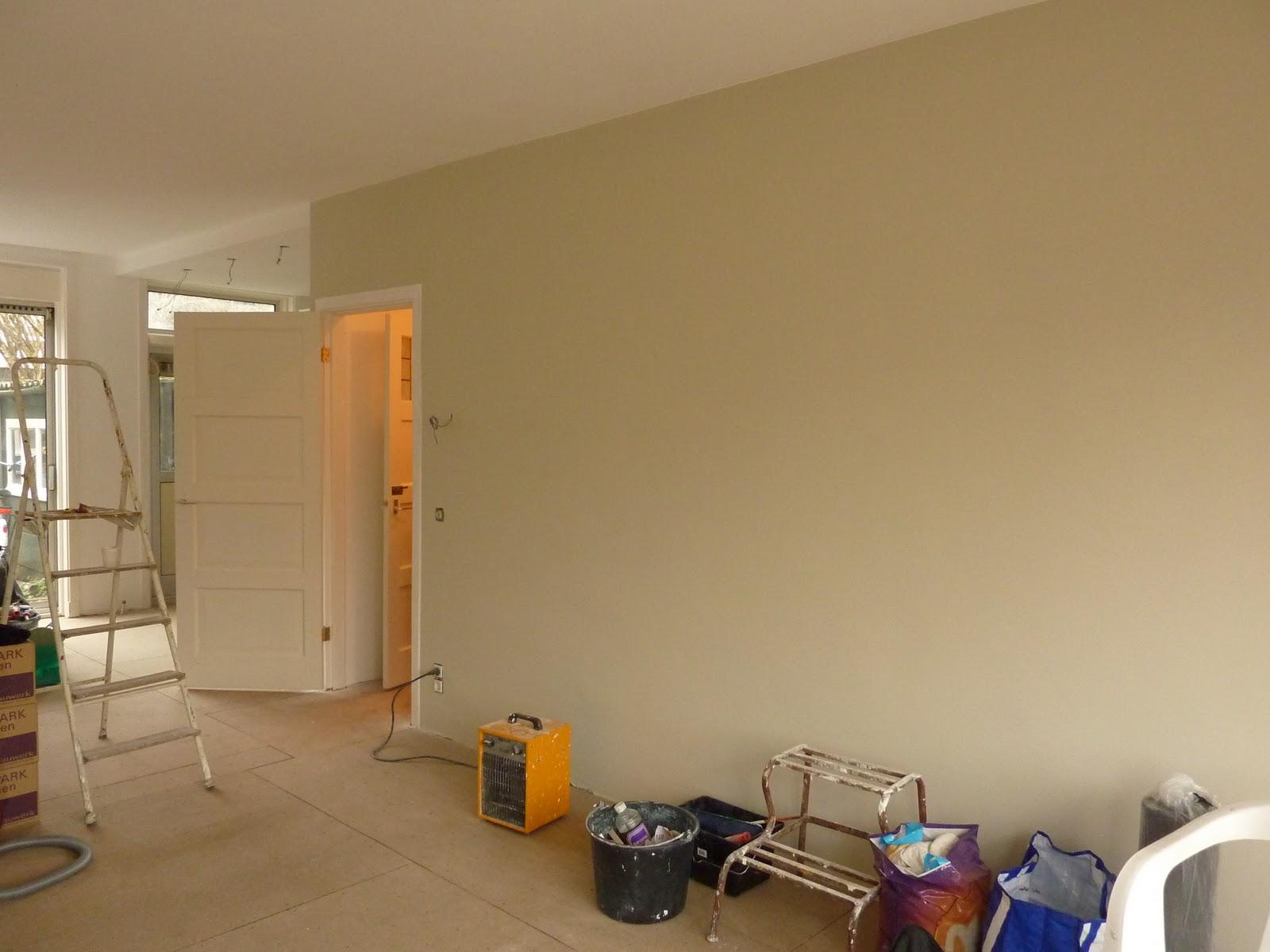 De verbouwing huiskamer af deel ii for Zandkleur muur