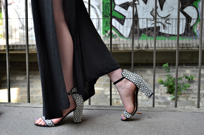 brandy melville maxi skirt, zara black and white sandals