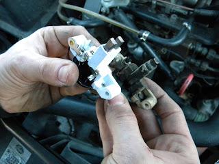 wymiana regulatora napięcia i szczotek w alternatorze