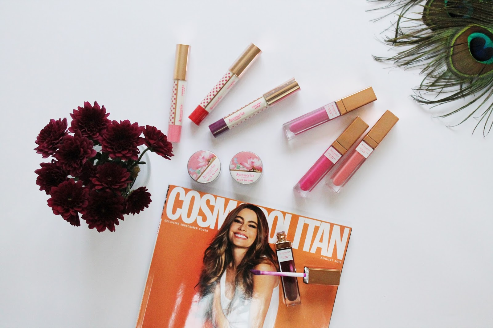 accessorize beauty, beauty, bbloggers, beauty news, lips gloss, light me up lip gloss, led light, compact, night out, cosmopolitan, flatlay, pretty, giveaway