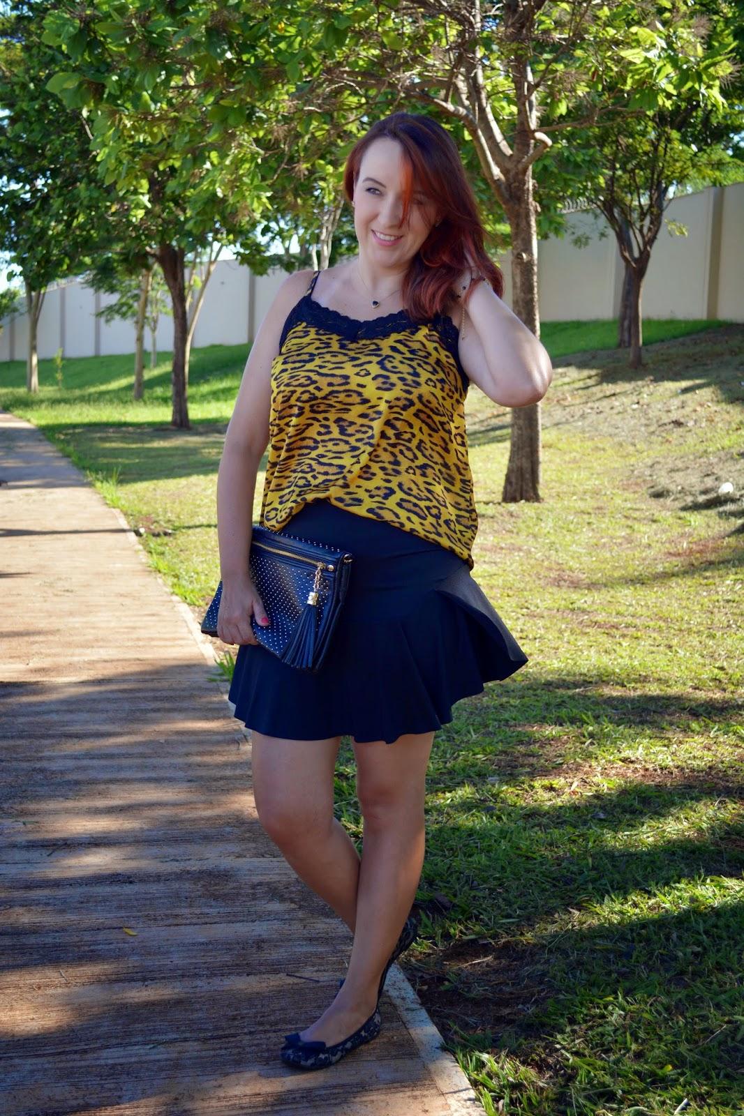 look de verão, look para o verão, roupa para dias quentes, blog camila andrade, blog de moda em ribeirão preto, fashion blogger, saia preta com  babados, blusa de alcinha, blusa de onça com renda, bolsa carteira, sapatilha, look do dia, du jour, como usar