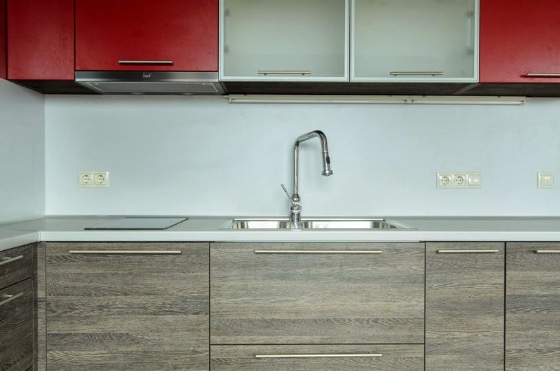 Кухня ПДЧ 2.50x2.80 червен мат и венге 4
