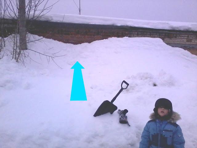 Гараж полностью занесло снегом
